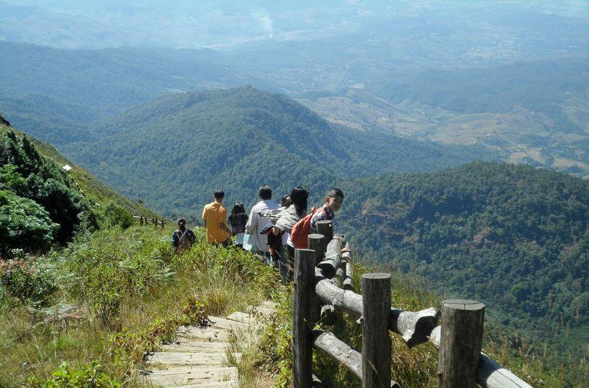 กิ่วแม่ปาน(ยอดดอยอินทนนท์) Mountain Day Nature Outdoors Mountain Range Landscape Hiking Scenics People Beauty In Nature Men Adult Grass Adults Only Only Men