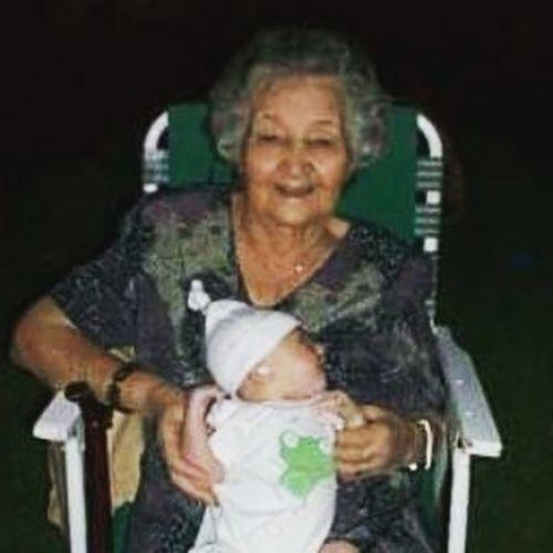 Adiós mi pituza hermosa ♡ 98 años dando amor y cuidando a tus hijos, nietos, bisnietos, tataranietos... Lo que son las vueltas de la vida no viejita? al principio vos nos cuidabas , luegos nosotros te cuidamos y ahora te toca cuidarnos a nosotros desde el cielo. Fuiste una gran mujer ... Siempre te recordaremos . Yo nunca voy a borrar la imagen de mi cabeza y de mi corazón ... aquel cumpleaños de 93 cuando bailabamos y vos reías y festejabamos. Asi te tengo en mi mente feliz y ahora en paz. Gracias vieja GRACIAS. SIEMPRE TE VAMOS A AMAR Y RECORDAR. Teamo Nona Porsiempre EnNuestros ♡♡♡