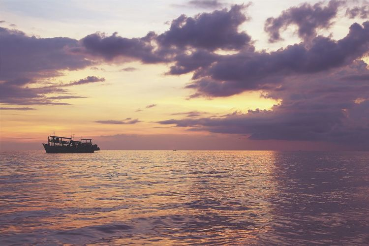 Some small edit with VSCO love the late evenings here Koh Chang Thailand Sunset