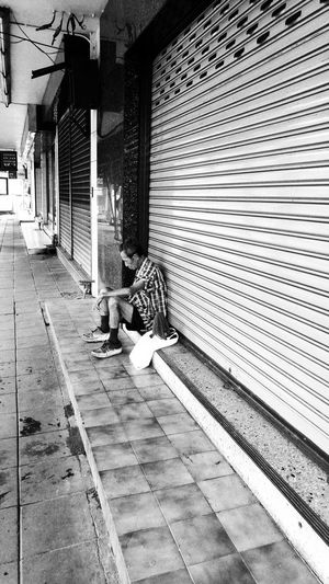Streetphotography Life Lifestyle Nappin Drunken Blackandwhite Black And White Blackandwhite Photography Blackandwhitephotography Lgg4photography LGG4 Snapseed
