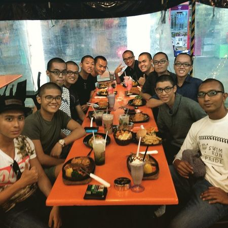 VIPER PLATOON 2 SECTION 3 - Our first ever meal outside of tekong as a section! Moretocome Latergram Awesomez