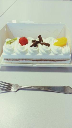 I have a break... Omg *_* Cake♥ Working HUNGRY!!!
