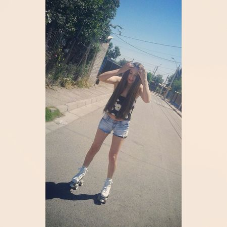 Rollers Patines Long Hair Ootd Outfit Hipster Summer Sun Pale Legs