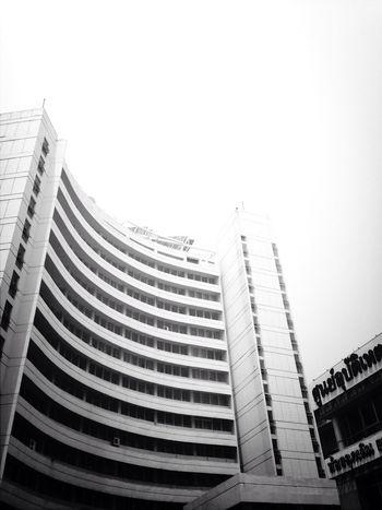 Architecture สุจิณโณ Black & White Hospital