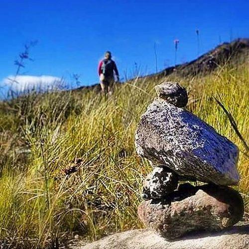 Sempre haverá um caminho a seguir! Varamato Trilha Totem Hiking Trekking Mato Pedras Serrado Espinhaco Liberdade Verde Azul Photoshoot
