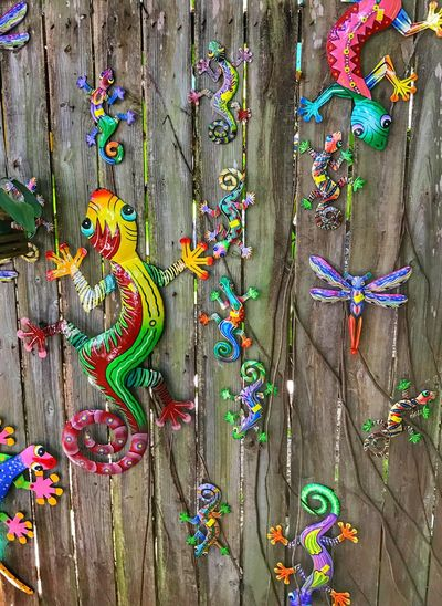 Geckos Metal Art Hand Painted Shopping For Souvenirs Multi Colored Vacationing