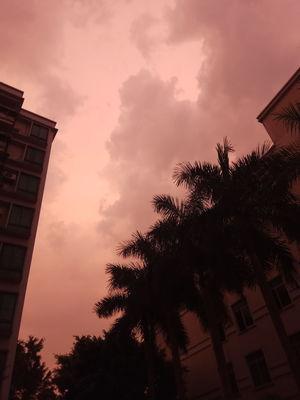 暴风雨前的天空。