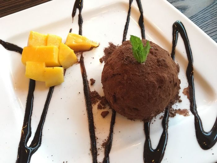 Dessert Delicious Chocolate Mango Beautiful Presentation Decoracion Yummy Powder Chocolate Cocoa Food Freshness Ready-to-eat Indulgence Plate Temptation Serving Size Dessert Indoors  Sweet Food Unhealthy Eating No People Cake Close-up Ice Cream Day