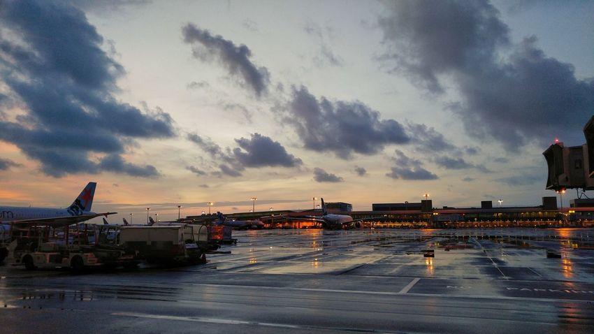 A wet Monday morning. Monday Mondaymorning Rainy Days Sunrise Cloud - Sky Outdoors Beauty In Nature LGV10 Lgv10photography Hustle