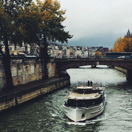 Crossing La Seine Laseine Paris River Traveling