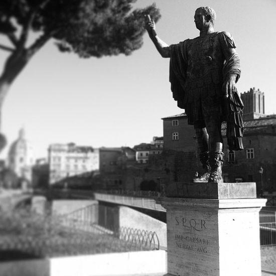 Caesar Statue Parco Del colle oppio park nature blackandwhite bw black and white arch architecture rome italy instapics instagram
