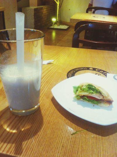 Yummy♡ Banana Shake Chicken Sandwich