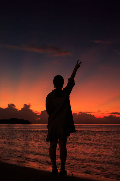 Twilight Beach Victory V Red Sunset Woman Silhoutte Breathtaking Sunset Woman Sillouette Sunset HUAWEI Photo Award: After Dark