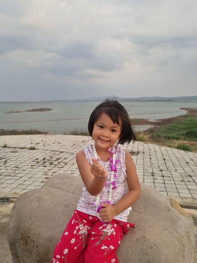 Mini Heart Sky Dam ASIA Girl Asian  Post Sister ❤ Kids Smile EyeEm Selects Child Water Sea Portrait Childhood Beach Girls Sand Smiling Sitting Only Girls
