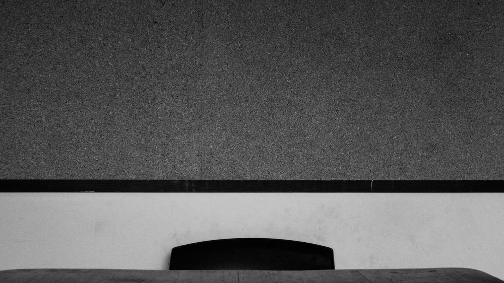 Waiting for it to come... Blanco Y Negro Blank Space Boarding Chair Close-up Espera Geometric Shape Interview No People Silla Vacia Textura Texture Waiting
