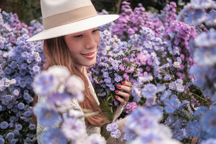 Women posing in the margaret flower farm