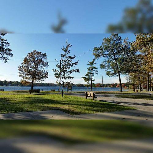 Simple, yet nice. Likeitup Likeforlike Tflers Tagsforlikes Trees Water Sky Twinlake Photography Artbasel Samsung Gs5 Sfs Fall2k15