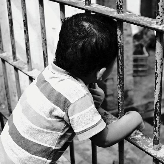 Life Hope.✌ Dreams Children Photography Eyem Best Shots Eyem Children Portrait Waiting Eyem Black And White Thinking EyeEm Gallery