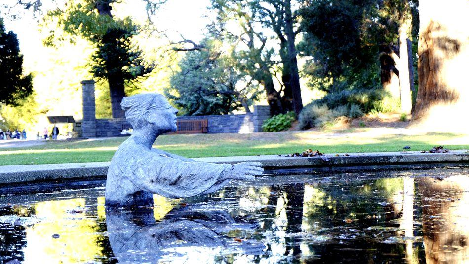 Zen.. Water Reflections Statue Fountain Eastern