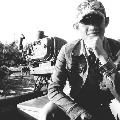 Me Sea And Sky Riverboat Taking Photos Relaxing Self Potrait On The Beach Smleee 😆😁 Smile Black And White Black And White Photography