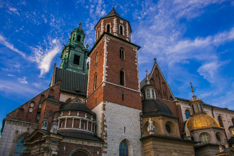Detail of Basilica of St. Stanislaw and Vaclav or Wawel Cathedral in Krakow, Poland Krakow Poland Wawel  Wawel Castle Cathedral Church Dome Architecture Travel Destinations Basilica Of St Stanislaw And Vaclav St Stanislaw And Vaclav Wawel Cathedral Church Architecture Religion Religious  Blue Sky Detail Beauty Skyline Touristic Spirituality Attraction Cupola Golden Wanderlust Building Exterior Built Structure Belief Place Of Worship Low Angle View Building Sky Tower Cloud - Sky The Past History No People Blue Outdoors Spire
