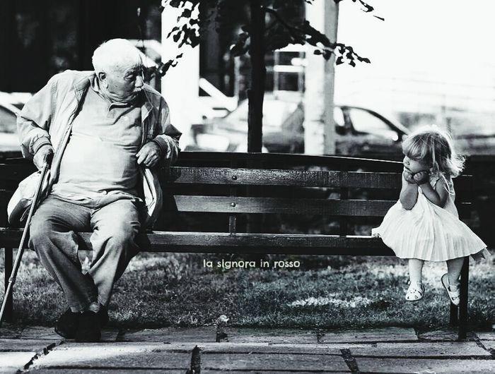 ياصغيرة اللي مابيني وبينك ماهي مسافه قصيرة ماهي متر هذي عمر بيني وبينك الف غصّة والف حيرة .