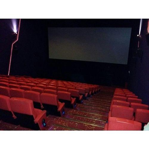 We booked the whole cinema hall down... 今天我们包了全场。 GoldenScreenCinemas TheJourney 一路有你