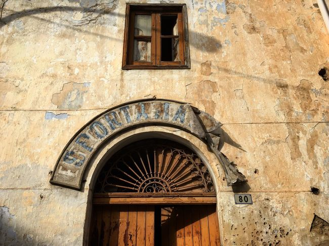 Architecture Building Exterior Built Structure No People Low Angle View Day Sicilia Sicily Abandoned Abandoned Buildings Abandoned Places Italy Streetphotography Light And Shadow Travel Photography Travelphotography Travel Traveling Italia Detail Traveling Home For The Holidays