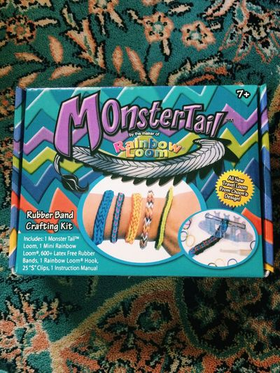 My phone just fell. :( but at least I got a new kit :3 VSCO Loombands Monster Tail