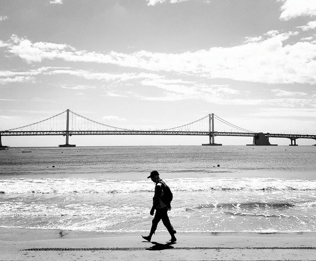 Outdoors Walking One Person Only Men Beach Sea Relaxing Traveling Portrait Taking Photos Travel Enjoying Life Photography On The Move LandscapeSnap Snapshots Of Life Black And White Portrait Mobilephotography Mobilephoto Gallexy6