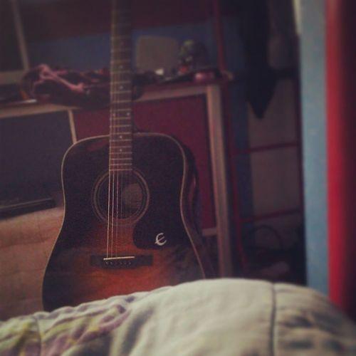 My sexy view that I was wake up to every morning <3 Lila Guitar Mycurvynovia Music