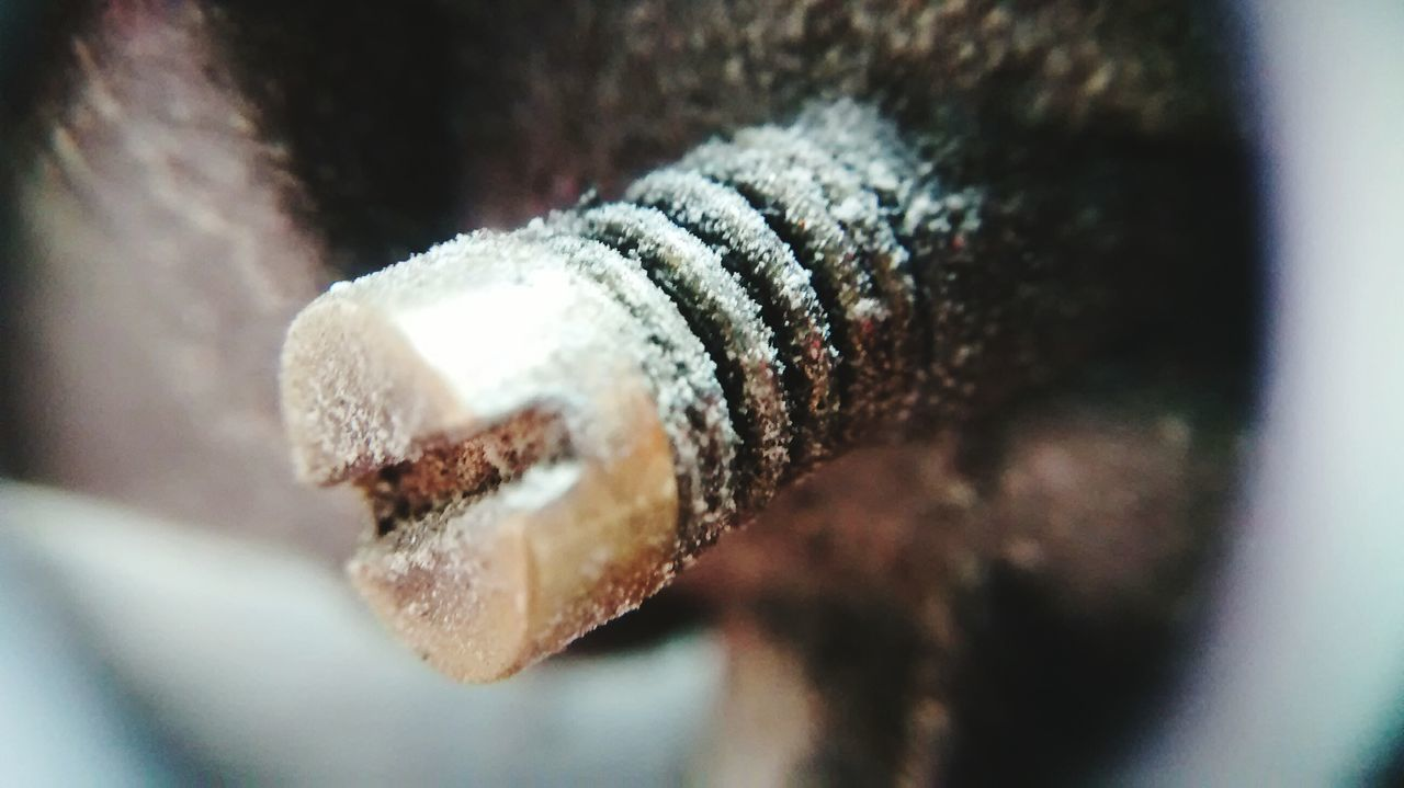 metal, no people, close-up, selective focus, day, indoors