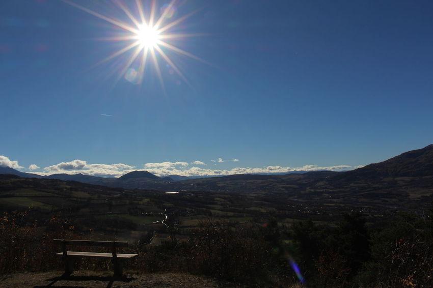 Mountain Mountain Range Sunlight Nature Beauty In Nature Snow Outdoors Fog Morning Montagne Forest Beauty In Nature Cloud - Sky Blue Sky Scenics Soleil Nuages Et Ciel Panorama Vue paysage Banc Sérénité Paix Tranquilité Autumn