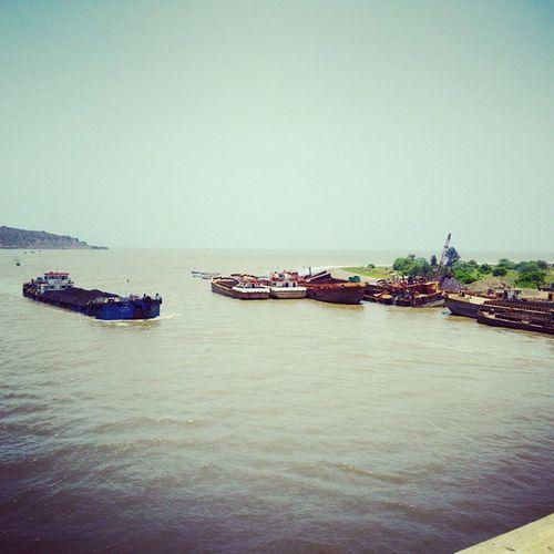 Barge Barge dekho.. Hazaar Barge dekho.. Okay.. Pliss excuse. :-/ Kashid