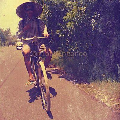 segosegawe Bicycle Hat Caping Lifestyle Javanese VintageFX Instagram
