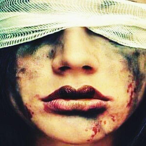 Kadın karnına koca bir dünyayı sığdırdı. Siz dünyanıza bir kadını sığdıramadınız... özgecanaslan özgecanaslanölümsüzdür özgecan OpenEdit