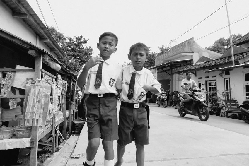 Streetphotography Kid Child Kids Street Photo Street Life Streetphoto Streetlife Streetphoto_bw Black And White Photography Blackandwhitephoto Bw Black & White Blackandwhite Photography Blackandwhite Street Street Photography Cilegon Two People Togetherness