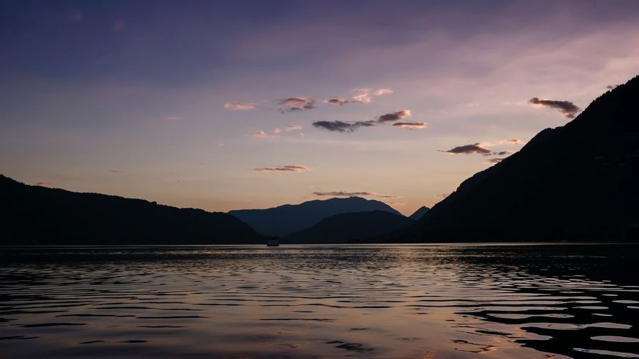 Mountain Lake Sunset Landscape Nature Reflection Beauty In Nature Scenics Outdoors Silhouette Water No People Mountain Range Sky Beach Nature Urlaub Travel Sonnenuntergang 🌇 Silhouette Wasser Schatten See Kärnten / Österreich Austria