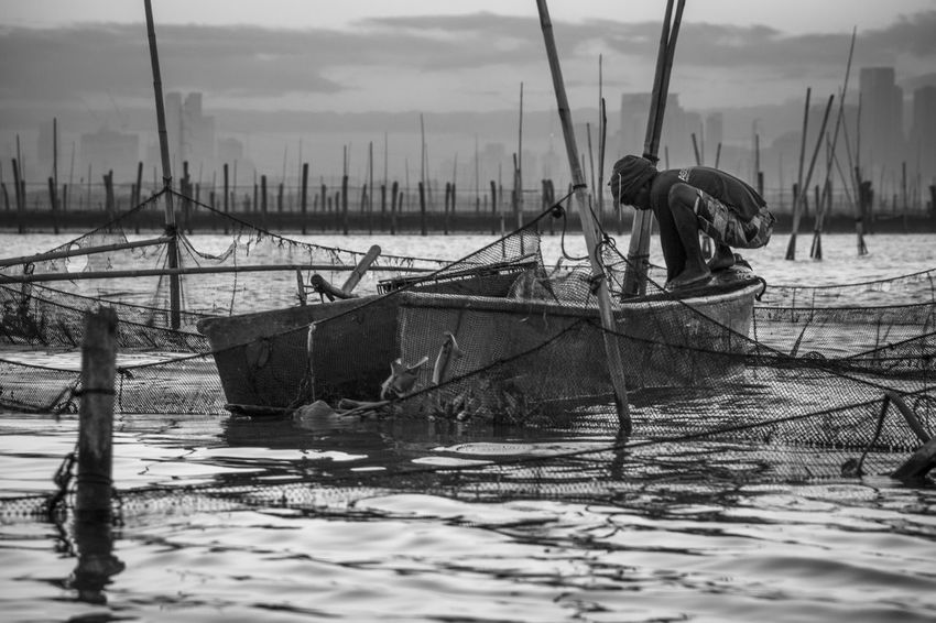 Laguna de Bay, Lower Bicutan, Taguig, Philippines. December 2016. Photo by Olga Mihova Cloud - Sky Commercial Fishing Net Fisherman Fishing Net Manila Manila, Philippines Mode Of Transport Nature Nautical Vessel Occupation Outdoors Outrigger Real People Sea The Week On EyeEm Transportation Water