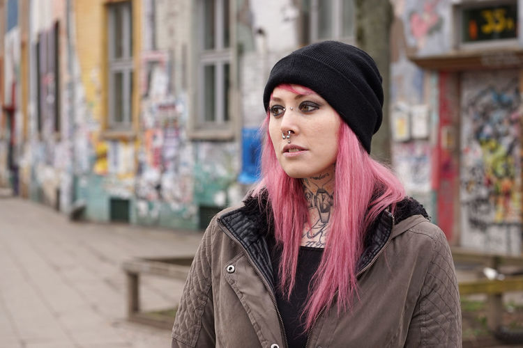 Alternative Building Girl Graffiti Hopelessness Inked Lifestyle Looking Away Neighborhood Person Pierced Piercing Pink Hair Portrait Real People Run-down Sad Street Tattoo Tattooed Tristesse Woman Young Adult Young Women