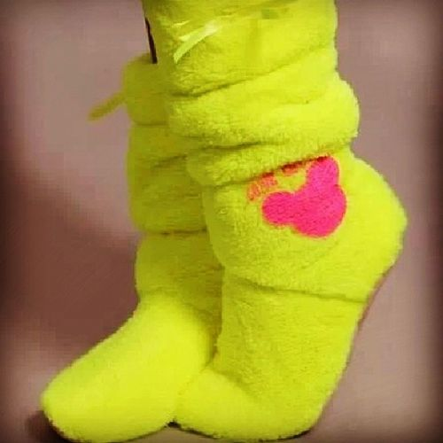 I want this yellow green socks that has a pinky mickey mouse on the side. GOODNIGHT everyone! ???? Comfysocks Yellowgreen Pinkyontheside Mickeymouse forcoldfeet goodnight
