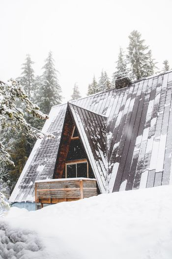 Cabin hunting. Snow Cold Temperature Winter Weather Tree Nature Built Structure Architecture Frozen House No People Snowing Building Exterior Day Outdoors Beauty In Nature Snowdrift Sky PNW Nw Nrthwst Exploring Photooftheday Roamtheplanet Visualsoflife