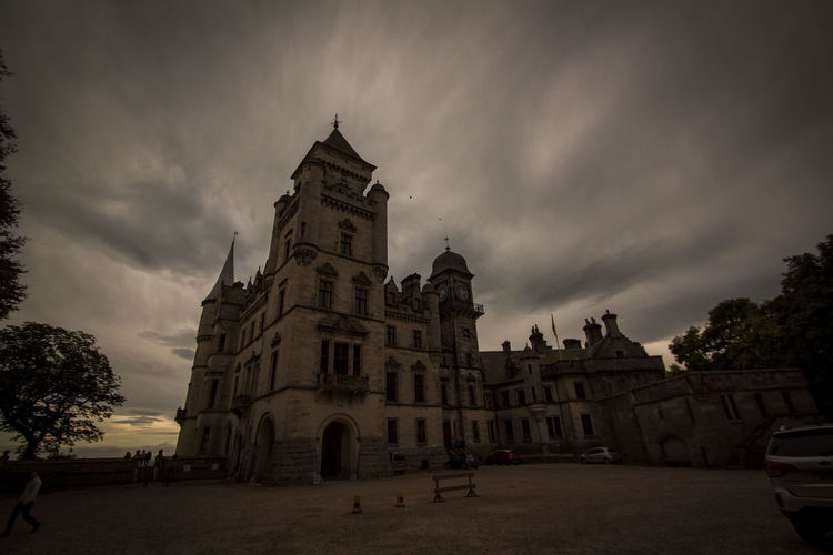 Dunrobin Castle, Scotland Dunrobin Castle Scotland Highlands Highland Castle Cloudporn Skyporn Architecture Ownphotography Ownstuff Photography Canon 500d Roadtrip September 2016