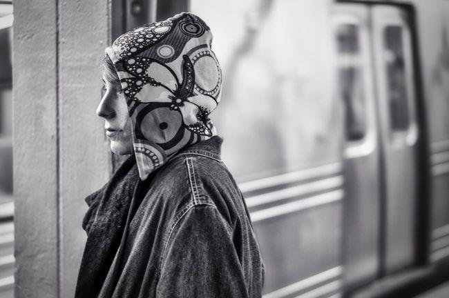 Subway hoodie Momochrome Streetphoto_bw Streetphotograpy