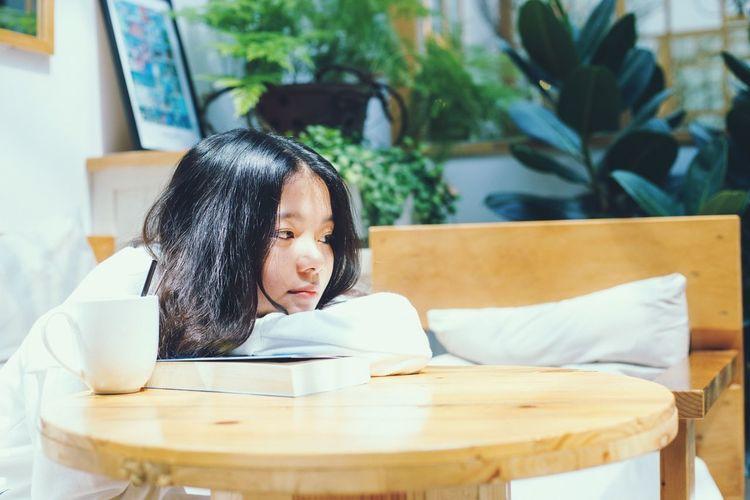 Enjoy your day Coffetime☕️ Coffee Morning Lodvieliz Vietnam Photoshoot Enjoying Life Sunshine EyeEm Selects #books #greattime #fun #exploring #Relaxing #asia Child Sitting Childhood Tree The Modern Professional