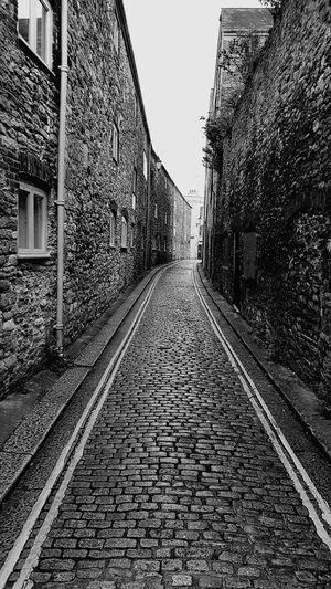 Alleyway Black