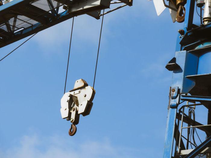 Crane - Construction Machinery Outdoors Hanging RISK Sky Pulley Construction Construction Machinery