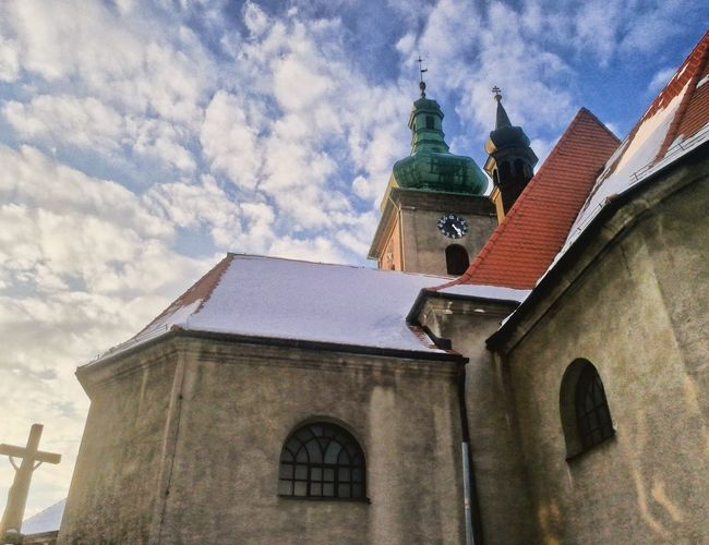 Dolní kostel EyeEm Selects Religion Place Of Worship Roof Sky Architecture Building Exterior Built Structure Cloud - Sky Cross Historic Church