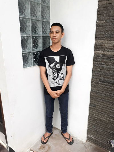 Casual Clothing One Person Portrait People T-shirt Standing Outdoors One Young Man Only Confidence  Sunlight Indonesian Street (Mobile) Photographie Snapseed Samsungj5photography📱 Keepcalm Young Men Instagramindonesian ınstagram Ambonese MalukuTengah