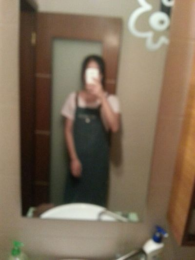 其实我一直很喜欢这张照片的,虽然我穿起来像围裙一样哈哈 自拍 First Eyeem Photo
